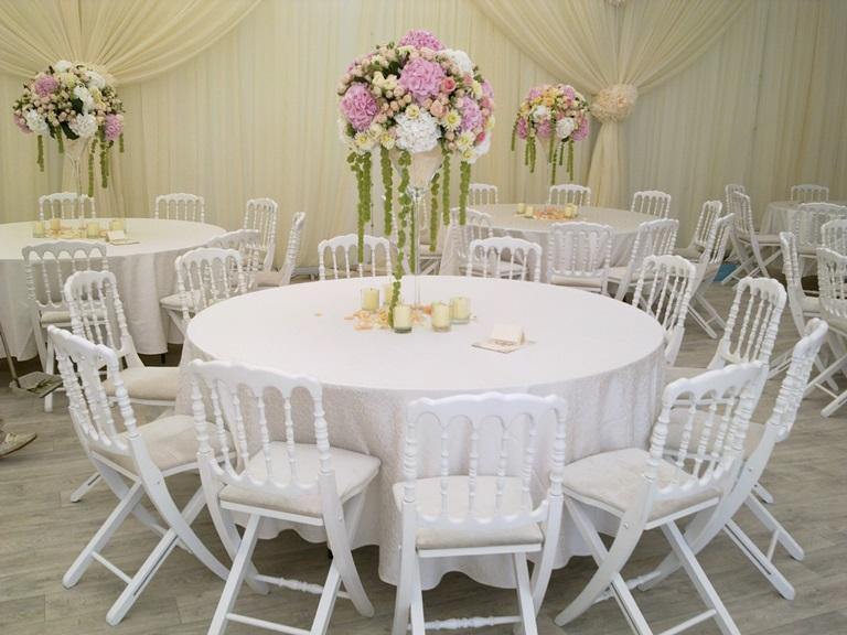 Банкетные столы со стульями