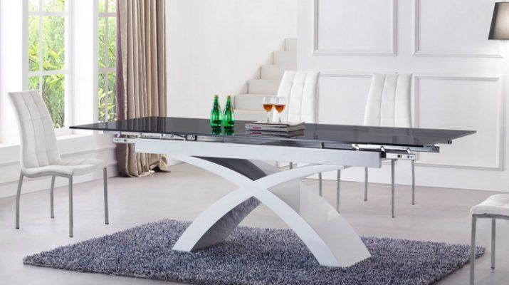 Белый стол со стеклянной столешницей