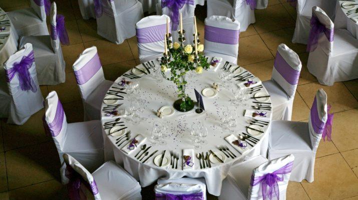 Декорированный банкетный стол