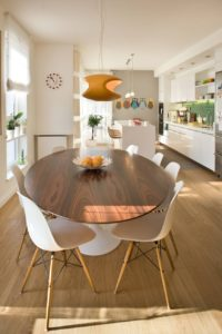 Дизайн деревянного стола для кухни