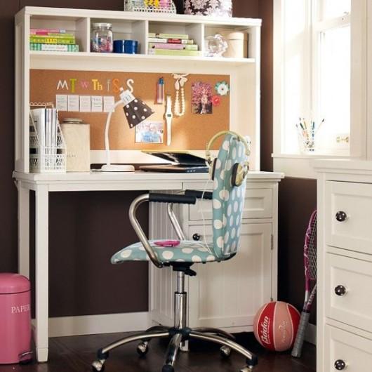 Домашний стол для школьника - какой вариант выбрать