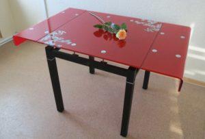 Формы столешницы стеклянного стола могут быть различными