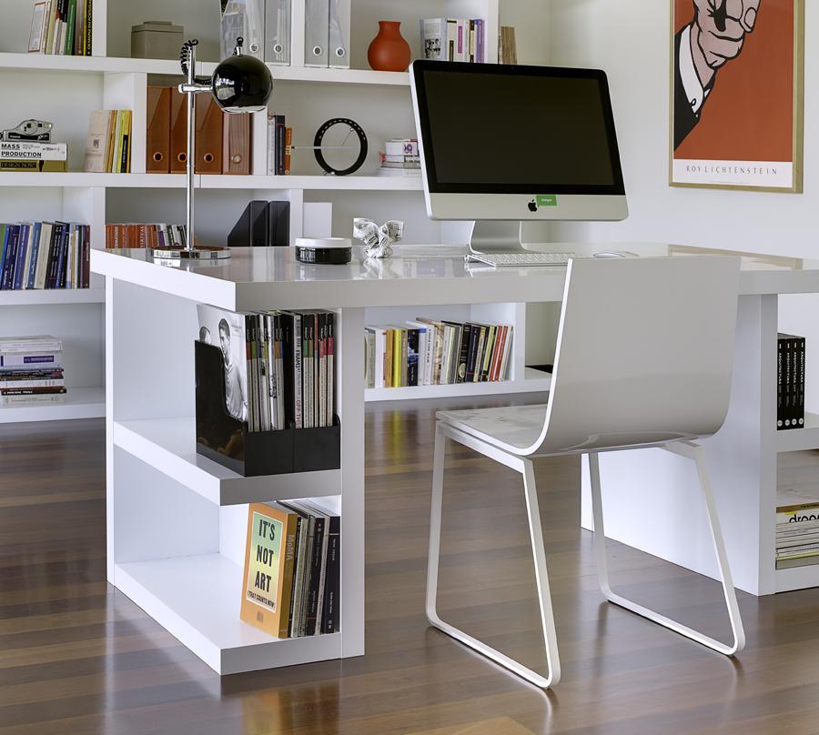 Компьютерный стол в гостиной комнате: стильные