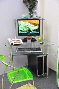 Компьютерный стол стеклянный прозрачный