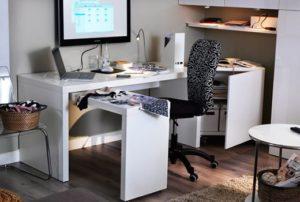 Компьютерный стол в однокомнатной квартире