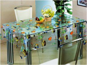 Круглый стеклянный стол на кухню