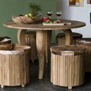 Круглый стол из необработанного дерева