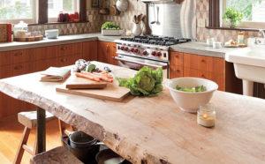 Кухонный стол для кухни в рустикальном стиле