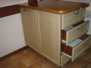 Кухонный стол тумба с выдвижными ящиками