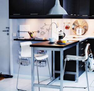 Квадратный кухонный стол для маленькой кухни