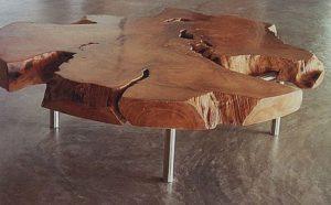 Небольшой овальный столик