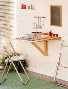 Настенный стол может иметь как полукруглую, так и полуовальную форму