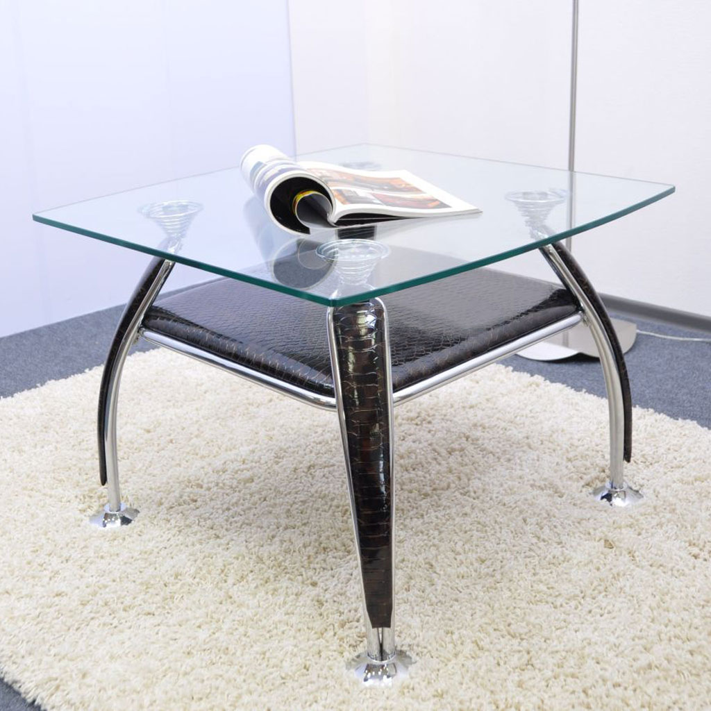 Небольшой квадратный стол