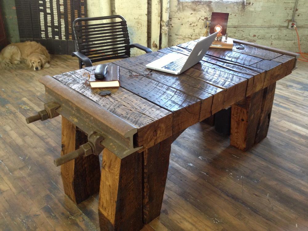 Необычный письменный стол
