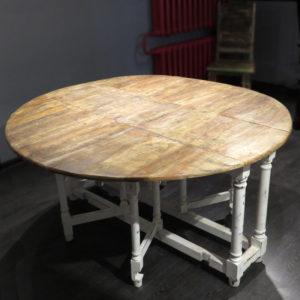 Необычный раскладной стол