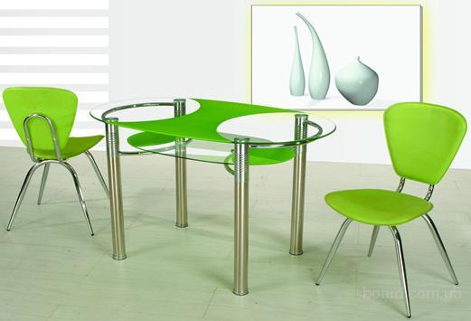 Необычный стеклянный стол