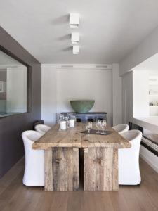 Обеденные столы с выразительной фактурой