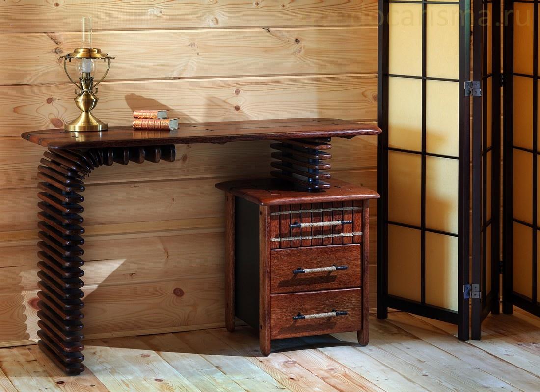 Оригинальный, необычный туалетный или письменный стол в комнату молодого человека или девушки