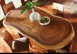 Овальный стол из цельного дерева