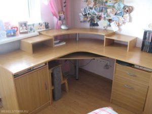 Письменный стол с закруглением