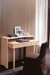 Письменный стол из массива дерева дуба