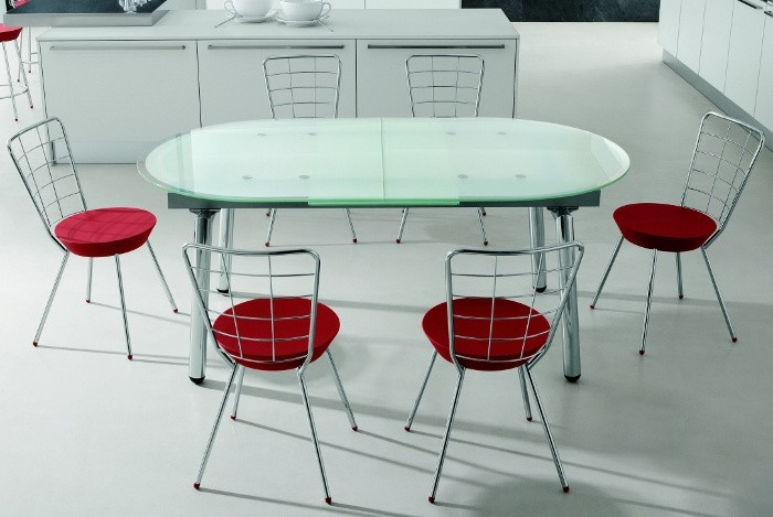 Раскладной овальный стол из стекла