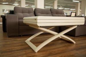 Раскладной стол из дерева
