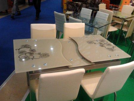 Раздвижной стеклянный столик