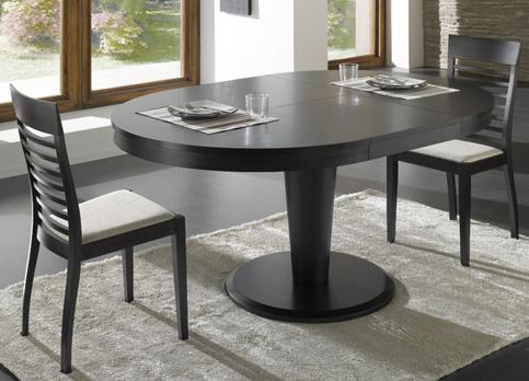 Раздвижной стол темного цвета