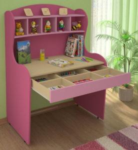 Розовый письменный стол