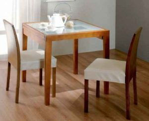 Стеклянный кухонный стол в разных интерьерах