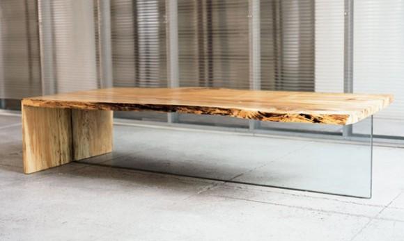 Стол из необработанного дерева