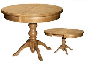 Стол из светлого дерева