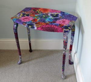 Стол отклееный тканью с цветами