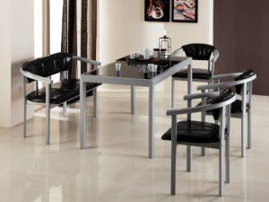 Стол с металлическим каркасом и стеклянной столешницей