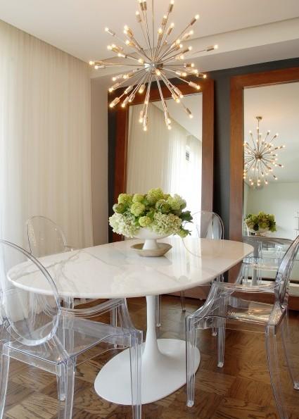 Стол в белом цвете