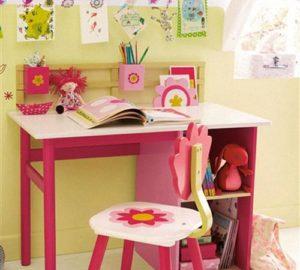 Удобный письменный стол для девочки