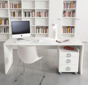 Удобный стол для школьника