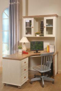 Угловой компьютерный стол с ящиками и книжными полками