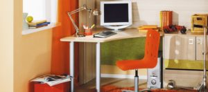 Угловой письменный стол - большая функциональность