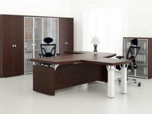 Угловой письменный стол для офиса