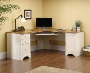 Угловой стол с диагонально-перпендикулярным размещением