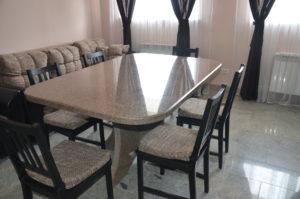 Выбираем кухонный стол из искусственного камня