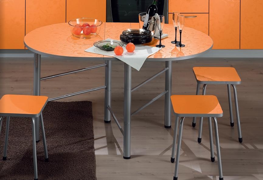 Яркий раскладной стол