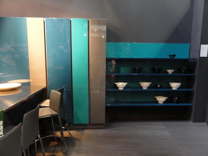 Цветные кухни: фотогалерея интерьеров