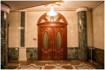 Межкомнатные ивходные деревянные двери вМарийском театре оперы ибалета им.Сапаева в г. Йошкар-Ола