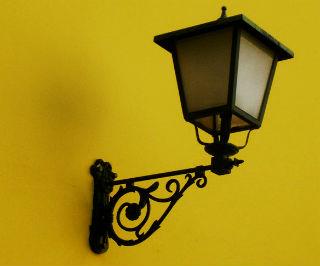 Настенные светильники идеально дополнят интерьер прихожей