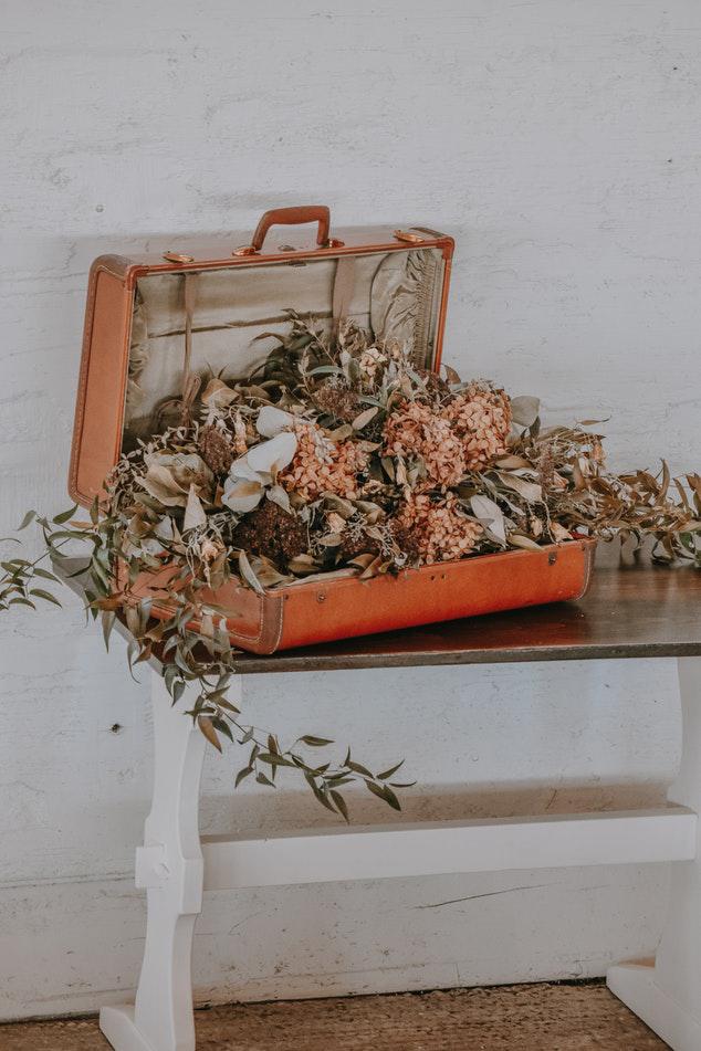 Старинные чемоданы в интерьере — винтажное дыхание! (20 фото)