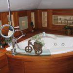 Ванная комната в деревянном доме (42 фото): популярные способы отделки
