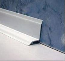 Бордюр для ванной на плитку: основные шаги для правильного монтажа